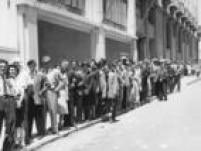Eleitores fazem fila para votar, em São Paulo,SP. 03/12/1945.