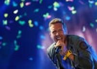 O músico Chris Martin, vocalista da Coldplay, durante apresentação da banda no Rock in Rio 2011, no Palco Mundo da Cidade do Rock, em Jacarepaguá, zona oeste do Rio de Janeiro, RJ. 01/10/2011.