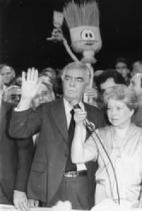 O canditato<a href='http://acervo.estadao.com.br/noticias/acervo,saiba-quem-foi-prefeito-de-sao-paulo-haddad-e-o-70,7253,0.htm' target='_blank'>Jânio da Silva Quadros</a>em<a href='http://acervo.estadao.com.br/noticias/acervo,paulistanos-vao-as-urnas-escolher-prefeito-pela-17-vez,7185,0.htm' target='_blank'>disputa pela Prefeitura</a>em 1985.