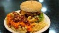 A hamburgueria Big X Picanha segue o conceito de fast food disseminado no País e propõe um faturamento mensal de R$ 60 mil a R$ 250 mil. A implementação de uma unidade custa ao investidor entre R$ 200 mil e R$ 650 mil. A idade não é fator determinante na escolha de franqueados, mas a rede indica que a faixa etária esteja entre30 e 50 anos