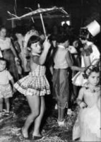 Crianças se divertem em matinê de carnaval, São Paulo,