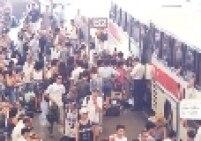 Movimento na véspera de ano novo de 1994 no Terminal Jabaquara. A estação concentra os ônibus que se dirigem para o litoral paulista.