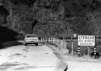 Vista parcial da descida da Serra do Mar pelaEstrada Velha de Santos, também conhecida como Caminho do Mar, em02/06/1971