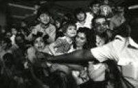 Centenas de fãs mirins aguardam a chegada dos super-heróis da Marvel no aeroporto de Congonhas, 04/10/1981.
