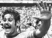 Rivelino comemora a conquista do tricampeonato da Copa do Mundo no México, 21/6/1970.