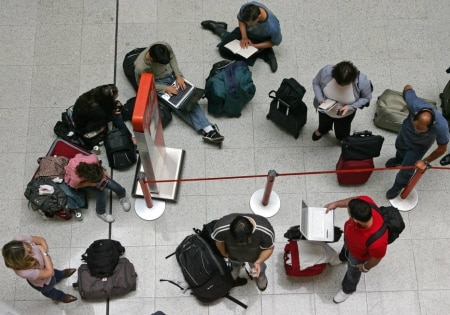 https://link.estadao.com.br/noticias/inovacao,com-satelite-custo-da-internet-podera-cair-em-um-terco,70002224657