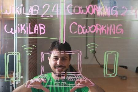 http://link.estadao.com.br/noticias/inovacao,um-robo-criado-para-seguir-projetos-de-lei,70002193290