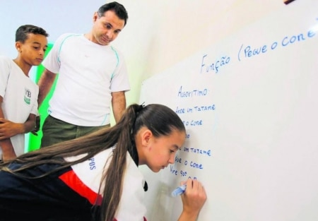 https://link.estadao.com.br/noticias/inovacao,escolas-comecam-a-rever-ensino-de-programacao,10000049867