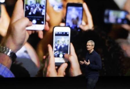 http://link.estadao.com.br/noticias/empresas,apple-pode-dar-reembolso-para-quem-comprou-bateria-de-iphone-no-valor-original,70002180486