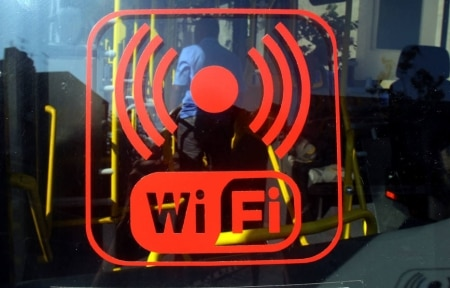 https://link.estadao.com.br/noticias/cultura-digital,internet-lenta-veja-dicas-para-melhorar-o-sinal-de-wi-fi-em-casa,70003251182
