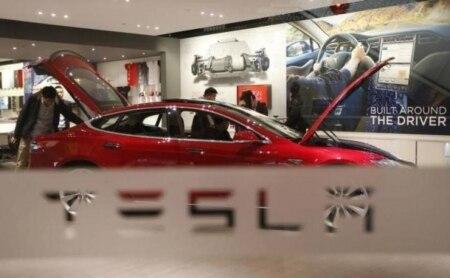 https://link.estadao.com.br/noticias/empresas,tesla-contrata-engenheiro-da-apple-para-desenvolver-carros-autonomos,10000099460