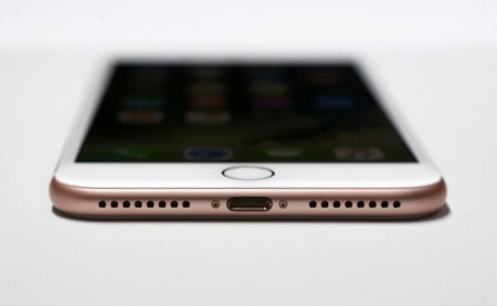 http://link.estadao.com.br/noticias/gadget,por-que-faz-sentido-o-iphone-ter-perdido-a-entrada-de-fones-de-ouvido,10000077013