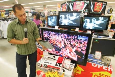 https://link.estadao.com.br/noticias/inovacao,sao-paulo-desliga-tv-analogica-mas-2-milhoes-de-casas-ainda-nao-tem-conversor,70001717945