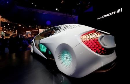 http://link.estadao.com.br/noticias/inovacao,toyota-investe-quase-us-3-bi-para-desenvolver-software-para-carros-sem-motorista,70002211015