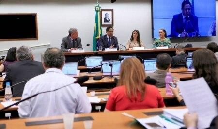 https://link.estadao.com.br/noticias/cultura-digital,camara-cria-comissao-para-analisar-lei-de-protecao-de-dados-pessoais,10000084559