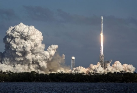 http://link.estadao.com.br/noticias/inovacao,space-x-de-elon-musk-lanca-seu-maior-foguete-de-olho-em-marte,70002180600