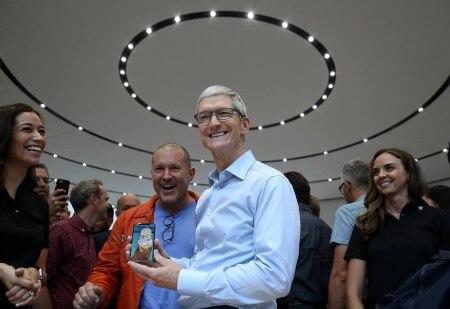 http://link.estadao.com.br/noticias/empresas,apple-tenta-revitalizar-iphone-para-a-proxima-decada-de-inovacao,70001991058