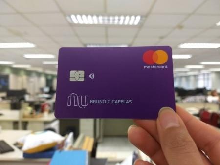 https://link.estadao.com.br/noticias/inovacao,nubank-chega-a-5-milhoes-de-clientes-e-muda-design-do-cartao,70002522008