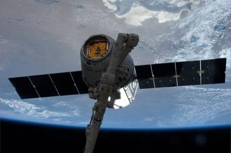 http://link.estadao.com.br/noticias/geral,spacex-planeja-lancar-4-mil-satelites-para-conexao-de-internet-ate-2024,70001763535