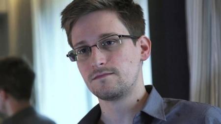 https://link.estadao.com.br/noticias/gadget,snowden-cria-acessorio-para-proteger-iphone-de-espionagem,10000064205