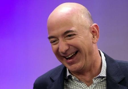 https://link.estadao.com.br/noticias/empresas,jeff-bezos-o-homem-mais-rico-do-mundo-esta-ainda-mais-rico-na-crise,70003275263