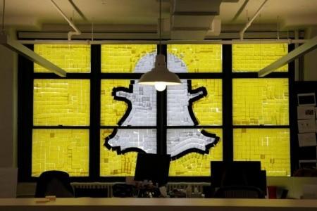 http://link.estadao.com.br/noticias/empresas,apos-baixo-crescimento-snapchat-anuncia-reforma-no-aplicativo,70002075729