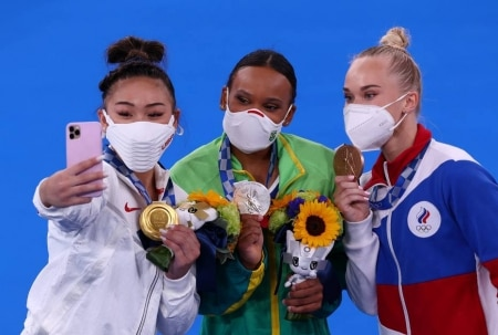 https://link.estadao.com.br/noticias/cultura-digital,em-toquio-2020-atletas-viram-nas-redes-sociais-como-se-aproximar-da-audiencia-diz-especialista,70003802991