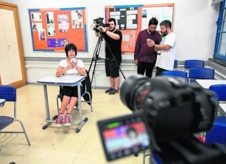 http://link.estadao.com.br/noticias/cultura-digital,escolas-ensinam-como-se-tornar-um-youtuber,10000093743
