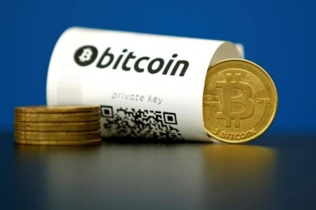 http://link.estadao.com.br/noticias/cultura-digital,apos-divisao-do-bitcoin-mercado-de-moedas-virtuais-vive-duvida,70001929733