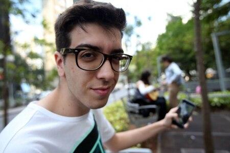 http://link.estadao.com.br/noticias/cultura-digital,febre-entre-os-jovens-snapchat-mostra-o-lado-divertido-da-vida-real,10000079484
