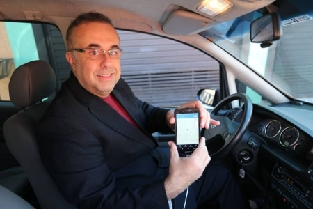 http://link.estadao.com.br/noticias/empresas,motoristas-deixam-de-ser-fieis-a-aplicativos-de-carona,70001913367