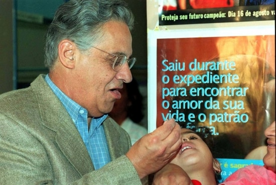 O presidente Fernando Henrique Cardoso participa da abertura da Campanha Nacional de Vacinação, Brasília, DF. 16/8/1997.