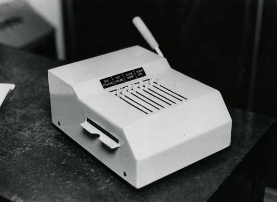"""Protótipo de """"máquina de votar""""desenvolvida pelo Serpro (Serviço Federal de Processamento de Dados), 1981."""