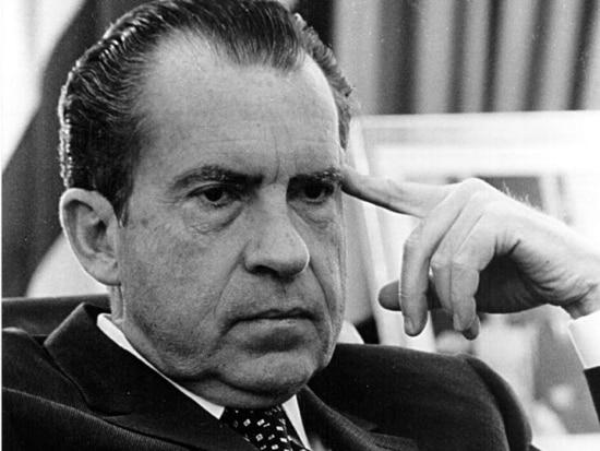 O president americano Richard Nixon, que renunciou ao cargo frente  à possibilidade de um impeachment, em 09/8/1974.