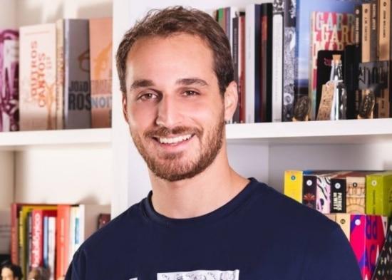 Gustavo Lembert, um dos sócios do TAG - Livros, clube de assinaturas de livros que conta com cerca de 30 mil assinantes. Foto: Natalia Pegorer