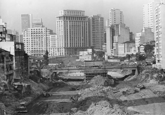 Obras da Avenida 23 deMaio em 1966.