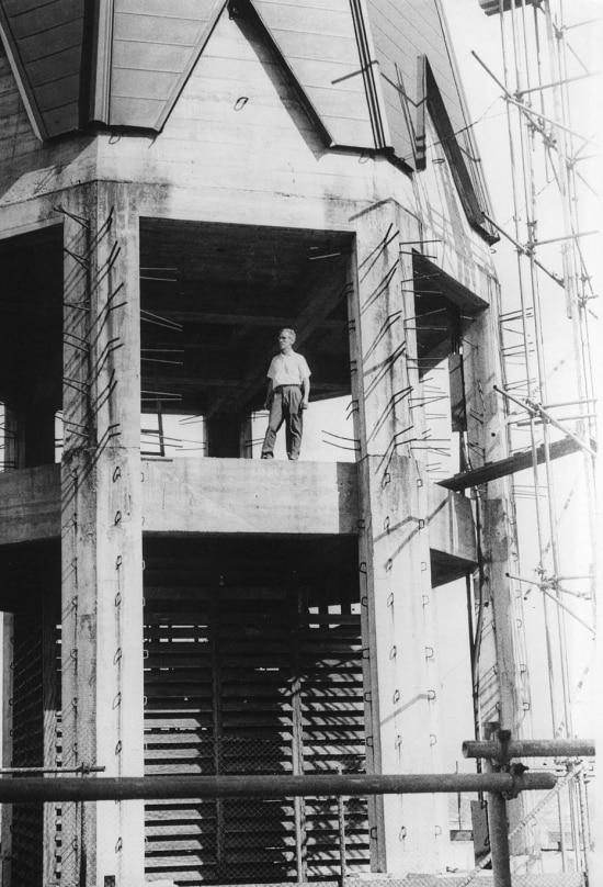 Obras de construção das torres daCatedral da Sénos anos 1950.