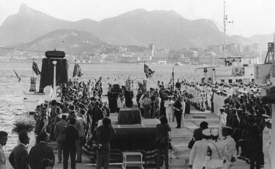 Os despojos de D. Pedro I chegam ao Rio de Janeiro para as comemorações dos 150 anos da proclamação da Independência do Brasil, 1972