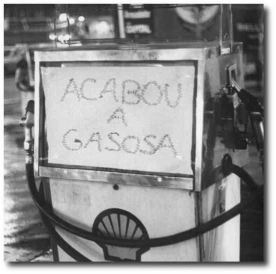 Bomba vazia em 1979. Cena comum nos tempos deracionamentodurante o segundo choque da crise do petróleo