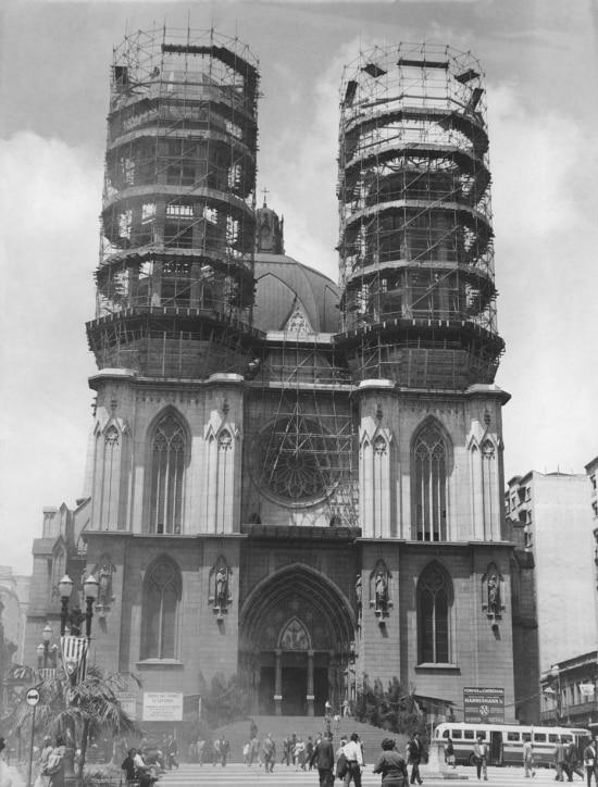 Torres da Catedral da Sé em construção na décade de 1950.
