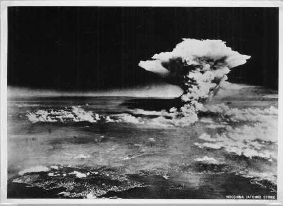 Imagens da explosão da bomba atômicasobre a cidade de Hiroshima em 06/8/1945.