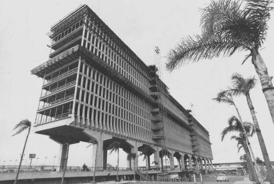 Durante 30 anos o prédio do hotel foi apenas um esqueleto de concreto