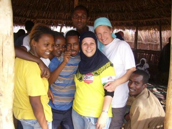 A gaúcha Halima Husein (de hijab preto), entre colegas na Etiópia