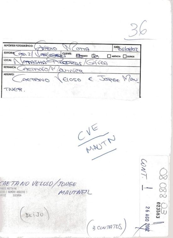 Verso da folha de contato fotográfico com imagen de Fabio Motta.