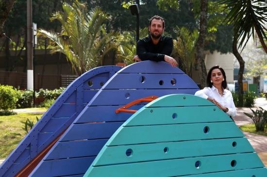 Roni Hirsch e HelôPaoli, fundadores doErêLab, empresa que desenvolvemobiliários lúdicosinfantil em espaços públicos. Foto Hélvio Romero/Estadão
