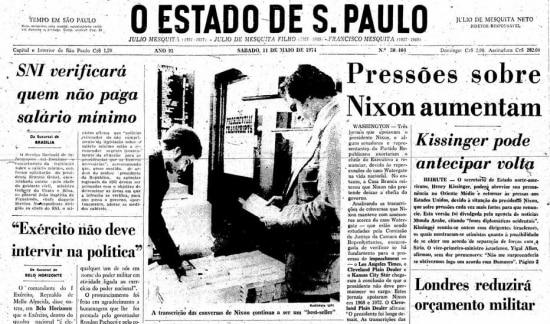 """""""A transcrição das conversas de Nixon continua a ser um best-seller"""" diz legenda da foto da manchete doEstadão de 11/5/1974."""