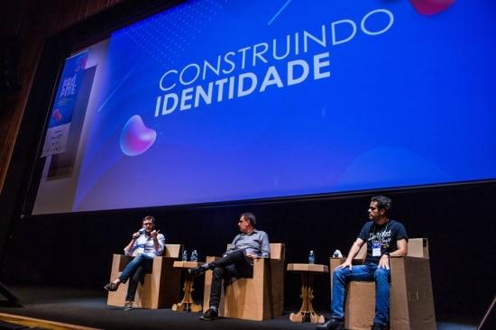 Painel Construindo Identidade, com Malte Huffmann (Dafiti) e Lucas Mendes (We Work) (camiseta preta) . Foto: Rafael Arbex /ESTADAO