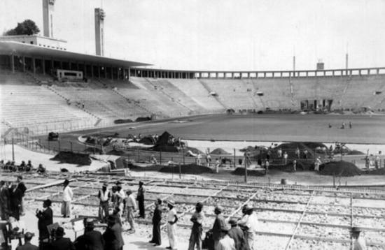Construção do Pacaembu, na época chamado de Estádio Municipal de São Paulo, durante a década de 1930.