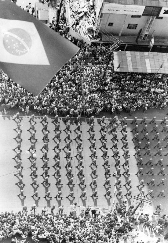 Parada militar em comemoração dos 150 anos da Independência na Avenida Paulista, São Paulo, SP, 07/9/1972