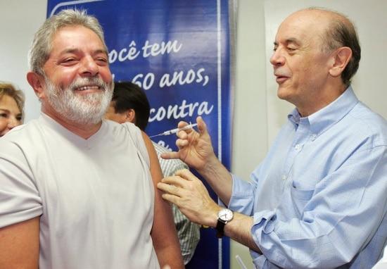 Lula é vacinado por José Serrana campanha contra gripe em 2008. Cliqueaquipara conferir a galeriaPolítica em imagens